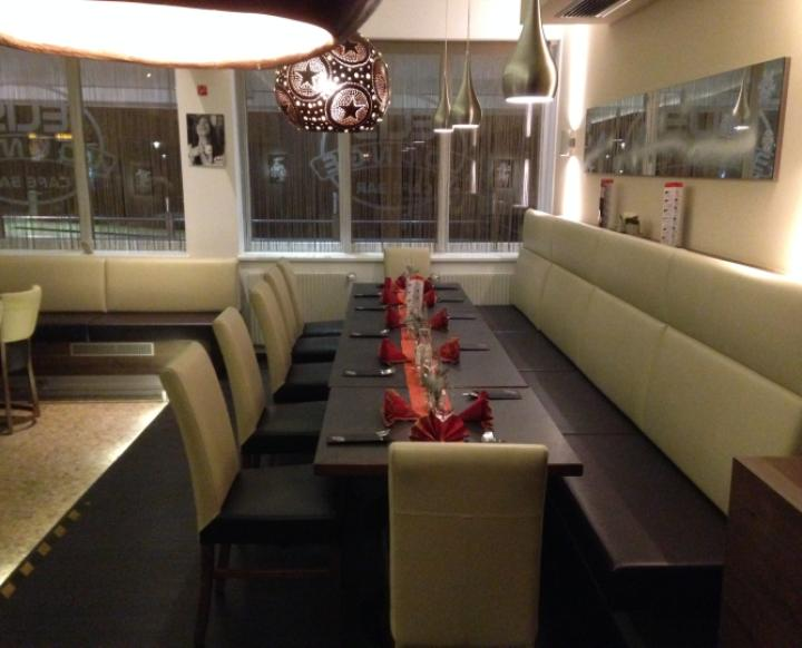 Elis Lounge. A. Charly Öezer