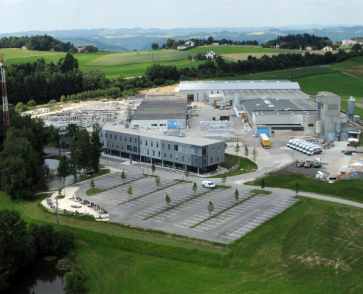 STRASSER Steine GmbH. Sarah Stöbich